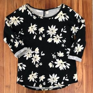 H&M Divided Floral 3/4 Sleeve Sweater Size Medium